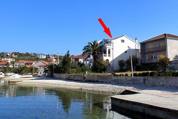 Property Okrug Gornji (Čiovo) - Accommodation 458 - Apartments near sea with pebble beach.