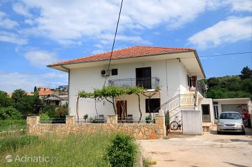 Property Jelsa (Hvar) - Accommodation 4590 - Apartments with pebble beach.