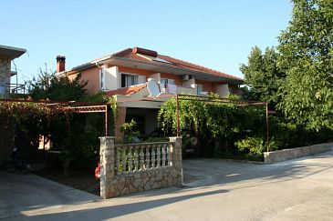 Property Jelsa (Hvar) - Accommodation 4628 - Apartments with pebble beach.