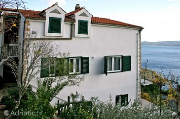 Property Mimice (Omiš) - Accommodation 4797 - Apartments with pebble beach.