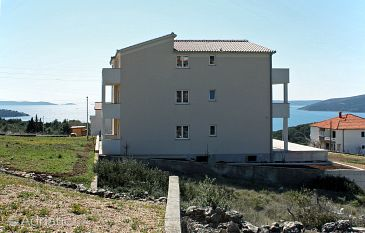 Property Seget Vranjica (Trogir) - Accommodation 4870 - Apartments with pebble beach.