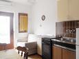 Supetarska Draga - Donja, Dining room u smještaju tipa apartment, dostupna klima, dopusteni kucni ljubimci i WIFI.
