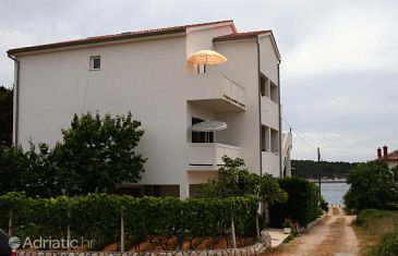 Barbat, Rab, Property 5035 - Apartments blizu mora with pebble beach.