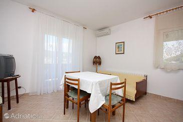 Supetarska Draga - Donja, Dining room u smještaju tipa apartment, dostupna klima i WIFI.