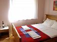 Rab, Bedroom 1 u smještaju tipa apartment.