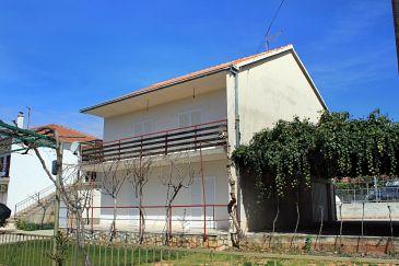 Obiekt Poljica (Trogir) - Zakwaterowanie 5161 - Willa blisko morza ze żwirową plażą.
