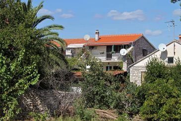 Obiekt Sutivan (Brač) - Zakwaterowanie 5200 - Apartamenty blisko morza ze żwirową plażą.