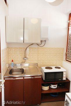 Trogir, Kitchen u smještaju tipa studio-apartment.