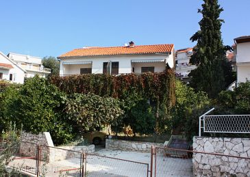 Property Trogir (Trogir) - Accommodation 5227 - Apartments near sea with pebble beach.