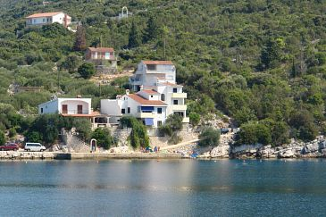 Property Uvala Pokrivenik (Hvar) - Accommodation 5231 - Apartments near sea.