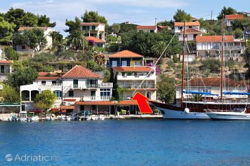 Property Stomorska (Šolta) - Accommodation 5239 - Apartments near sea with pebble beach.