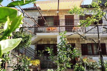 Property Milna (Brač) - Accommodation 5242 - Apartments near sea.