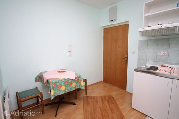 Apartment A-5279-a - Apartments Omiš (Omiš) - 5279