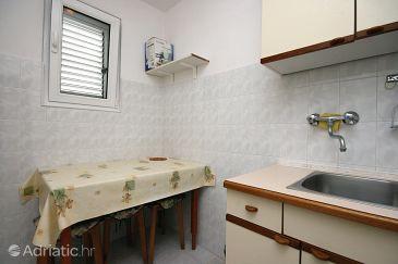 Baška, Dining room u smještaju tipa studio-apartment, WIFI.