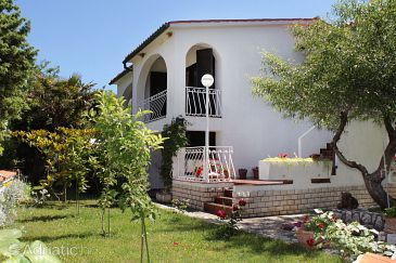 Property Baška (Krk) - Accommodation 5430 - Apartments with pebble beach.