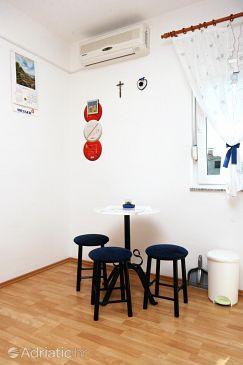 Šilo, Dining room u smještaju tipa studio-apartment, dostupna klima i WIFI.
