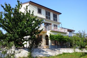 Property Novi Vinodolski (Novi Vinodolski) - Accommodation 5482 - Apartments with pebble beach.