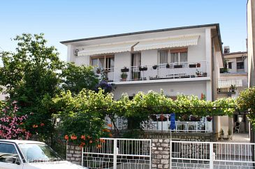 Property Selce (Crikvenica) - Accommodation 5550 - Apartments near sea with pebble beach.