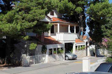 Property Mirca (Brač) - Accommodation 5613 - Apartments near sea with pebble beach.