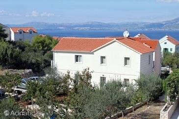 Property Supetar (Brač) - Accommodation 5616 - Apartments with pebble beach.