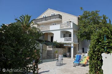 Property Bol (Brač) - Accommodation 5632 - Apartments near sea with pebble beach.