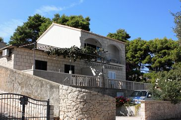Property Puntinak (Brač) - Accommodation 5643 - Apartments near sea.
