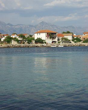 Property Sućuraj (Hvar) - Accommodation 566 - Apartments near sea with pebble beach.