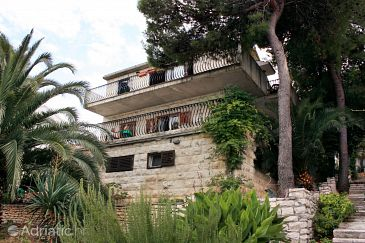 Property Splitska (Brač) - Accommodation 5669 - Apartments near sea.
