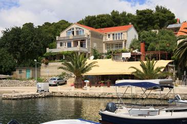 Property Lumbarda (Korčula) - Accommodation 576 - Apartments near sea with sandy beach.