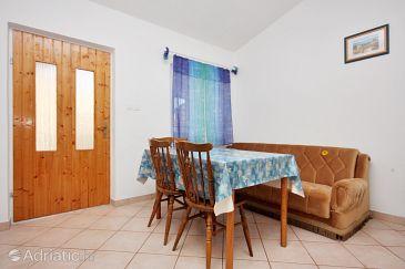 Nin, Dining room u smještaju tipa apartment.