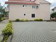 Parking lot Sukošan (Zadar) - Accommodation 5888 - Apartments with pebble beach.