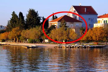 Zadar - Diklo, Zadar, Obiekt 5925 - Apartamenty przy morzu ze żwirową plażą.