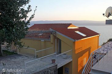 Property Nemira (Omiš) - Accommodation 5956 - Apartments near sea with pebble beach.