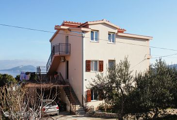 Property Slatine (Čiovo) - Accommodation 5998 - Apartments with pebble beach.