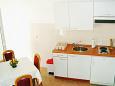 Komarna, Kitchen u smještaju tipa studio-apartment.