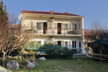 Kaštel Stari, Kaštela, Obiekt 6059 - Apartamenty przy morzu ze żwirową plażą.