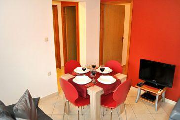 Okrug Gornji, Dining room u smještaju tipa apartment, dostupna klima i WIFI.