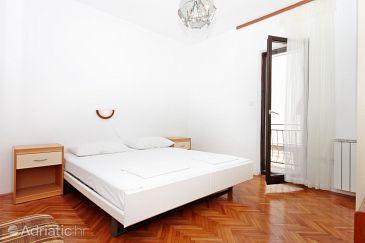 Room S-6088-a - Apartments and Rooms Makarska (Makarska) - 6088