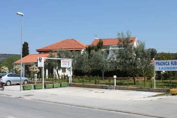 Property Sukošan (Zadar) - Accommodation 6108 - Apartments with pebble beach.