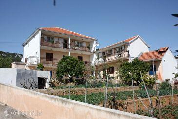 Property Vinišće (Trogir) - Accommodation 6117 - Apartments with pebble beach.