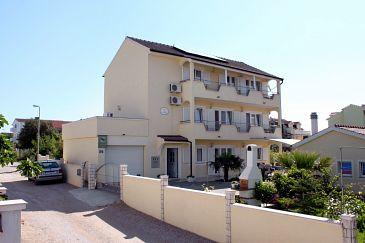 Obiekt Vodice (Vodice) - Zakwaterowanie 6178 - Apartamenty ze żwirową plażą.