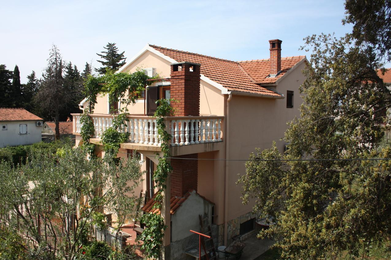 Apartmány s parkoviskom v meste Turanj - 6197