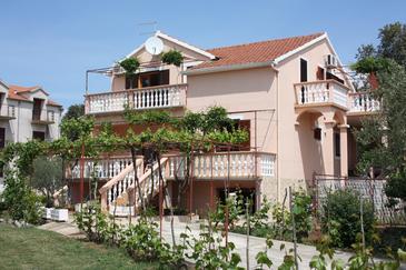 Obiekt Turanj (Biograd) - Zakwaterowanie 6197 - Apartamenty z piaszczystą plażą.