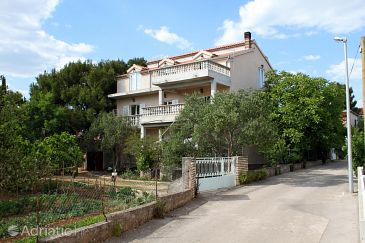 Property Pirovac (Šibenik) - Accommodation 6280 - Apartments near sea with pebble beach.