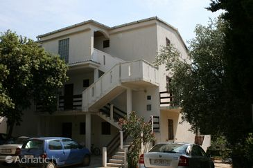 Property Mandre (Pag) - Accommodation 6374 - Apartments near sea.