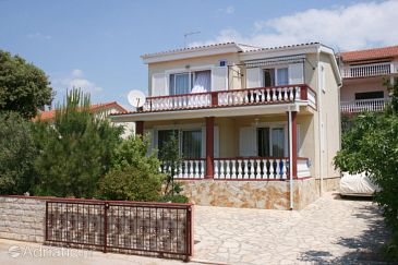 Property Mandre (Pag) - Accommodation 6416 - Apartments near sea with pebble beach.
