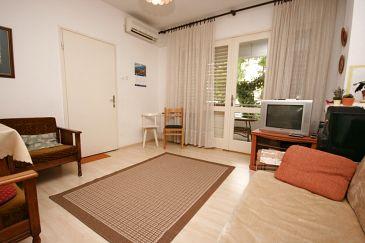 Biograd na Moru, Pokój dzienny w zakwaterowaniu typu apartment, dostupna klima i WIFI.