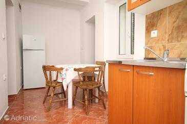 Metajna, Dining room u smještaju tipa studio-apartment, dopusteni kucni ljubimci.