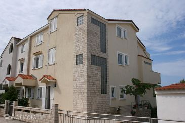 Property Mandre (Pag) - Accommodation 6537 - Apartments near sea.
