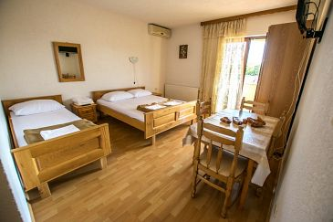 Apartment A-6595-b - Apartments Starigrad (Paklenica) - 6595